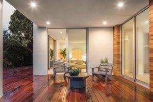 Les différents éclairages pour terrasse (lanternes, guirlande lumineuse, sphères lumineuses…)